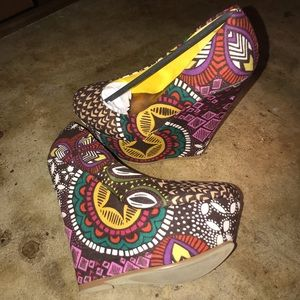 Bucco Ceres Pattern Wedge Heels 6.5 NEW